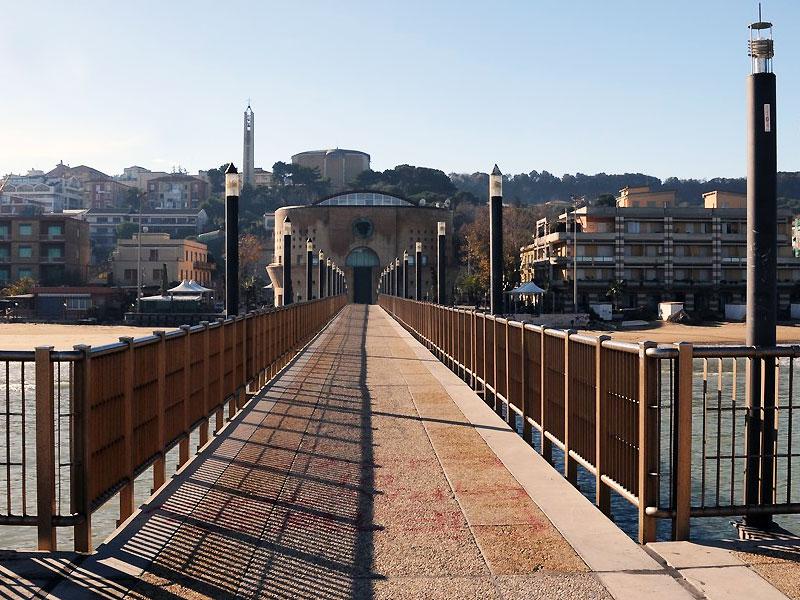 Abruzzo turismo travel and book an hotel cities and for Mobilia arredamenti francavilla al mare